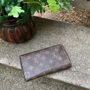 Louis Vuitton Bags - 💥Party Price💥 Vintage Louis Vuitton Wallet